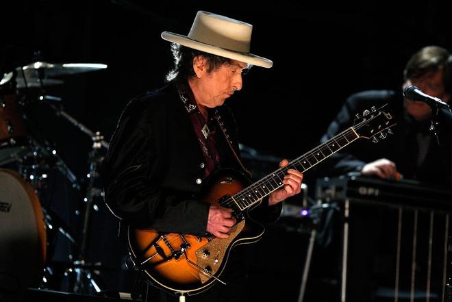 Bob Dylan khong xung dang Nobel anh 2