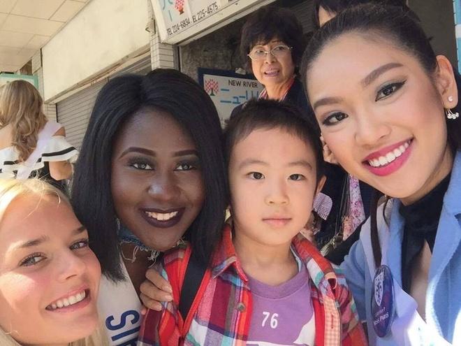 Phuong Linh duoc BTC Hoa hau Quoc te 2016 mung sinh nhat hinh anh 10