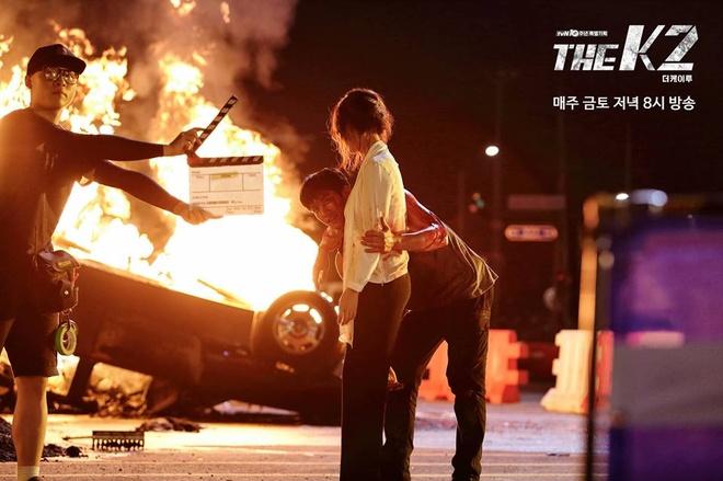 Hau truong phim K2 cua Yoona,  Ji Chang Wook anh 9