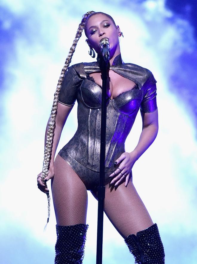 Beyonce bieu dien voi mot ben tai chay mau anh 1