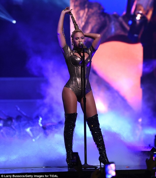 Beyonce bieu dien voi mot ben tai chay mau anh 2