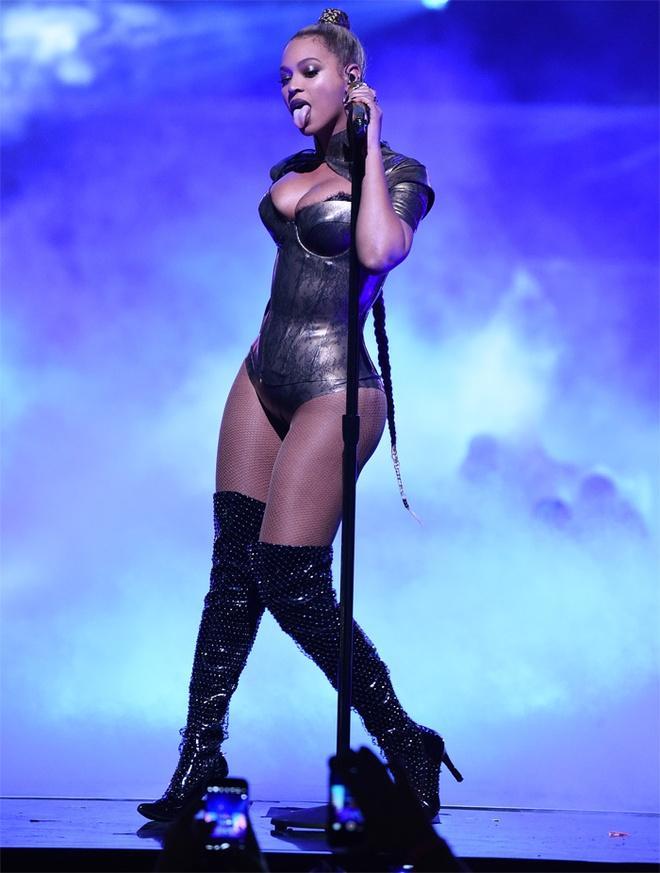 Beyonce bieu dien voi mot ben tai chay mau anh 5