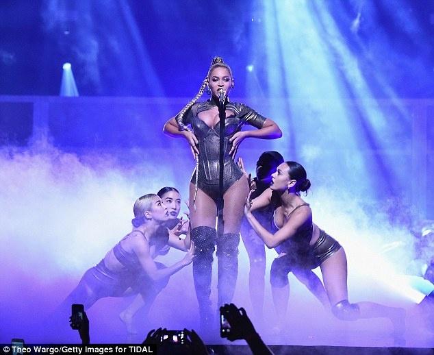Beyonce bieu dien voi mot ben tai chay mau anh 6