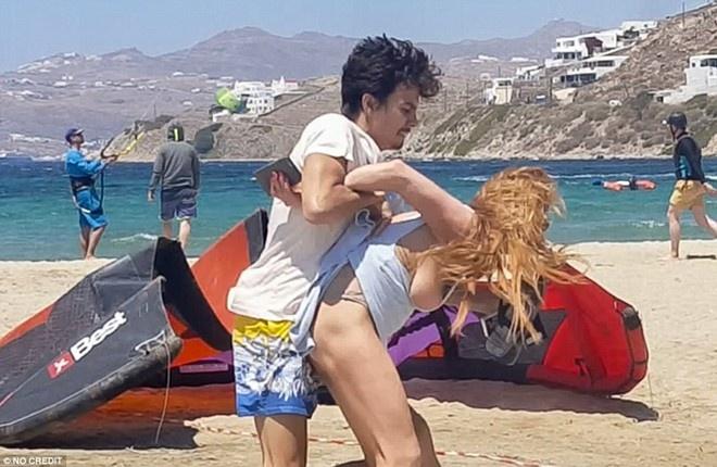 Lindsay Lohan lo anh than mat voi doanh nhan Hy Lap hinh anh 5