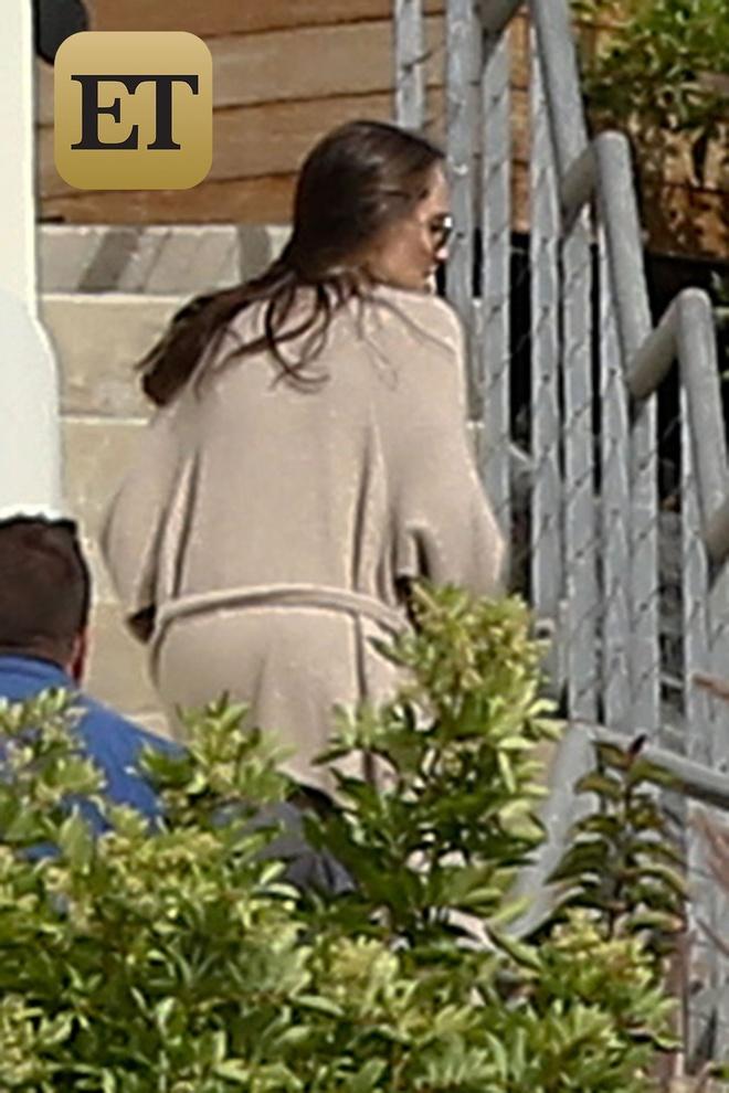 Angelina Jolie xuat hien anh 1