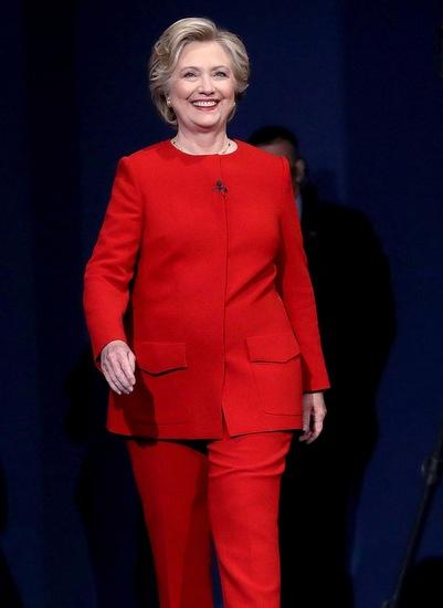 Thong diep chinh tri qua trang phuc cua Hillary Clinton hinh anh 2