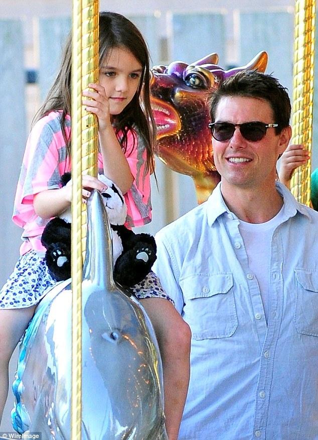 Tom Cruise gap lai con gai Suri sau nhieu nam hinh anh 1