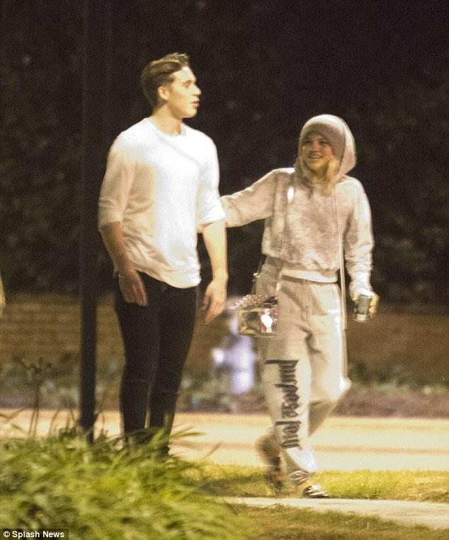 Con trai Beckham hen ho ban gai cu cua Justin Bieber hinh anh 1