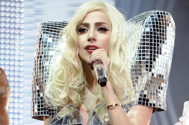 Lady Gaga bieu dien trong show Victoria's Secret hinh anh