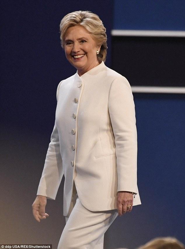 Dan My do xo mua bo vest trang cua Hillary Clinton hinh anh 2