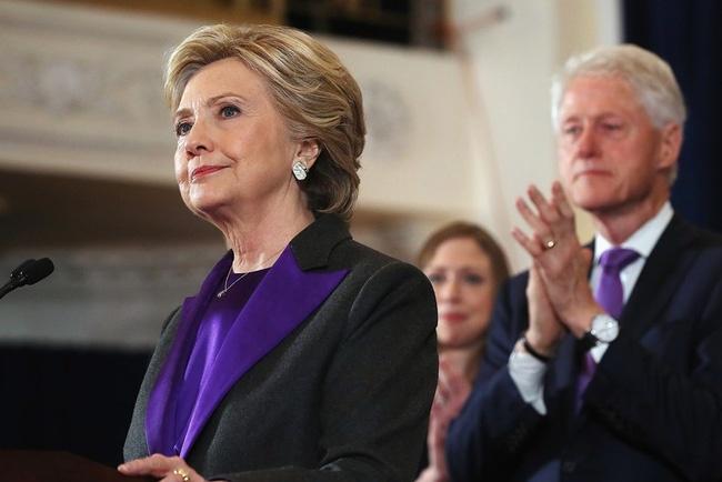 Dan My do xo mua bo vest trang cua Hillary Clinton hinh anh 3