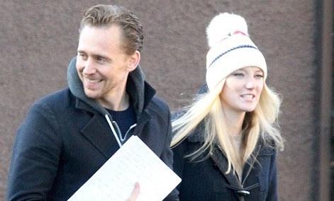 Tom Hiddleston rang ro ben nguoi giong Taylor Swift hinh anh
