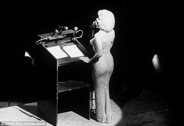 Chiec vay huyen thoai cua Marilyn Monroe co gia tram ty hinh anh 3