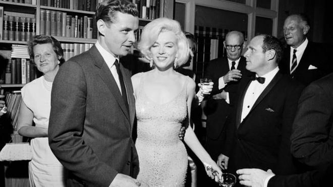 Chiec vay huyen thoai cua Marilyn Monroe co gia tram ty hinh anh 4