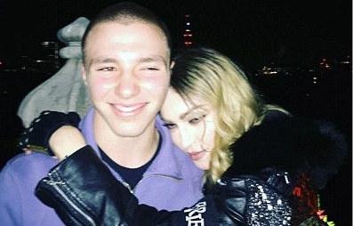 Con trai Madonna bi bat vi tang tru can sa hinh anh