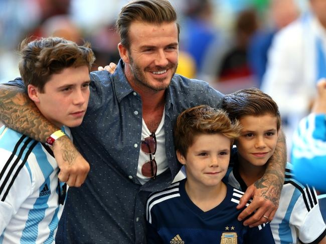 Con trai Beckham gay chu y khi hat ca khuc cua Justin Bieber hinh anh