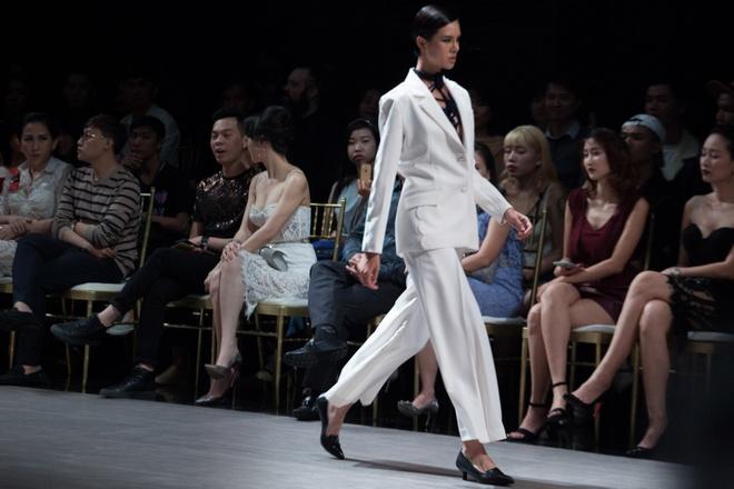 Sieu mau Thanh Hang khoac 'may' len san dien hinh anh 6