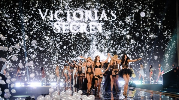 Nhung bi mat dang sau thuong hieu Victoria's Secret dinh dam hinh anh 9