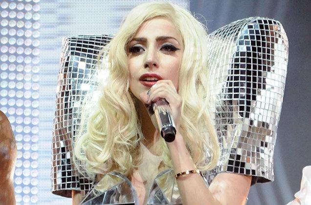 Lady Gaga roi loan tam ly sau khi bi cuong buc hinh anh 1