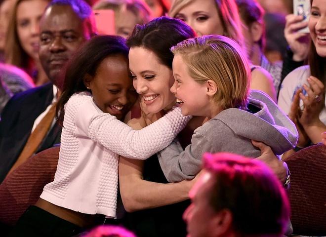 Me ruot doi gap lai con gai nuoi cua Angelina Jolie hinh anh 4
