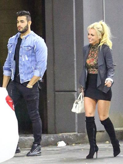 Britney Spears lan dau tiet lo ve ban trai kem 13 tuoi hinh anh 3