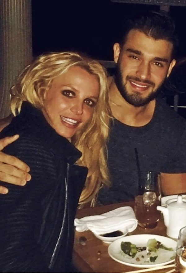 Britney Spears lan dau tiet lo ve ban trai kem 13 tuoi hinh anh 2