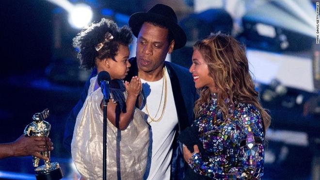 Beyonce mang bau song sinh o tuoi 36 hinh anh