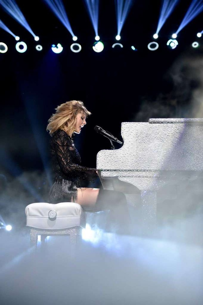 Taylor Swift boc lua trong concert duy nhat nam 2017 hinh anh 2