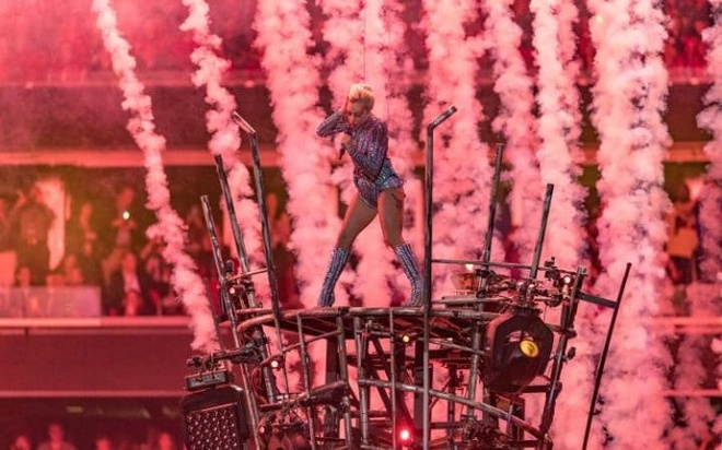 Lady Gaga trinh dien,  Super Bowl Halftime Show 2017 anh 3