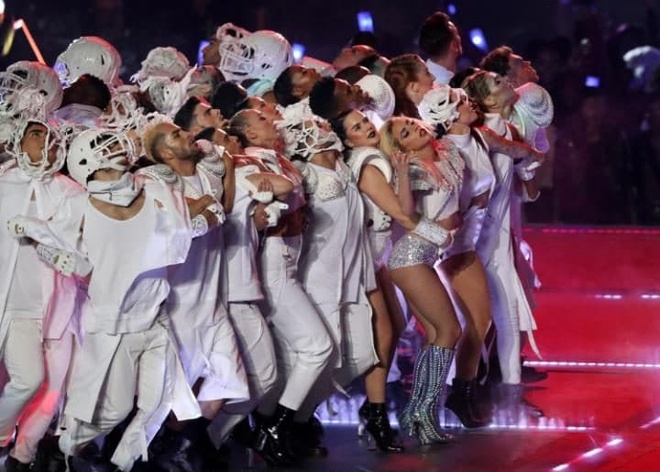 Lady Gaga trinh dien,  Super Bowl Halftime Show 2017 anh 4