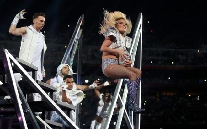 Lady Gaga trinh dien,  Super Bowl Halftime Show 2017 anh 7