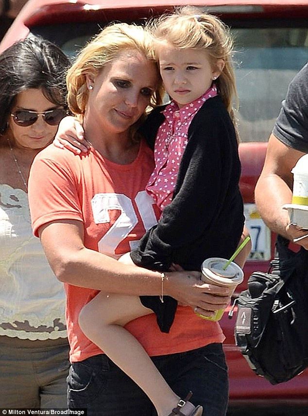 Chau gai 8 tuoi cua Britney Spears nguy kich vi tai nan oto hinh anh 1