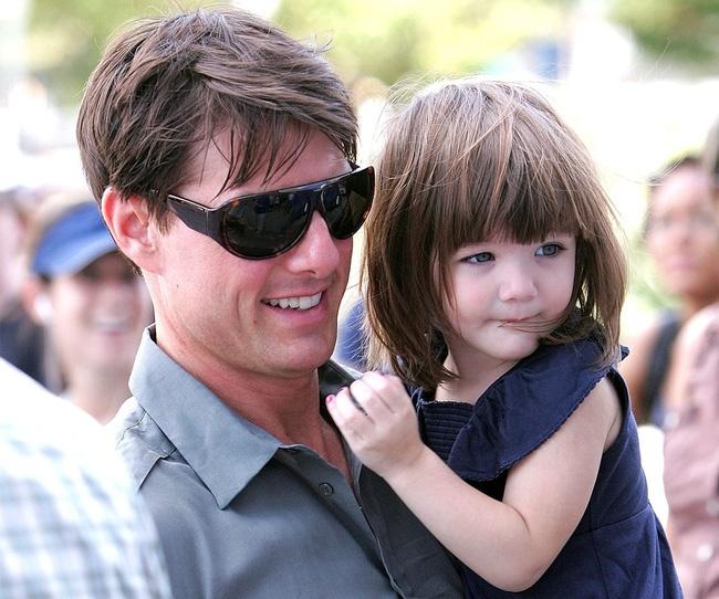 Con gai Tom Cruise cang lon cang xinh hinh anh 1