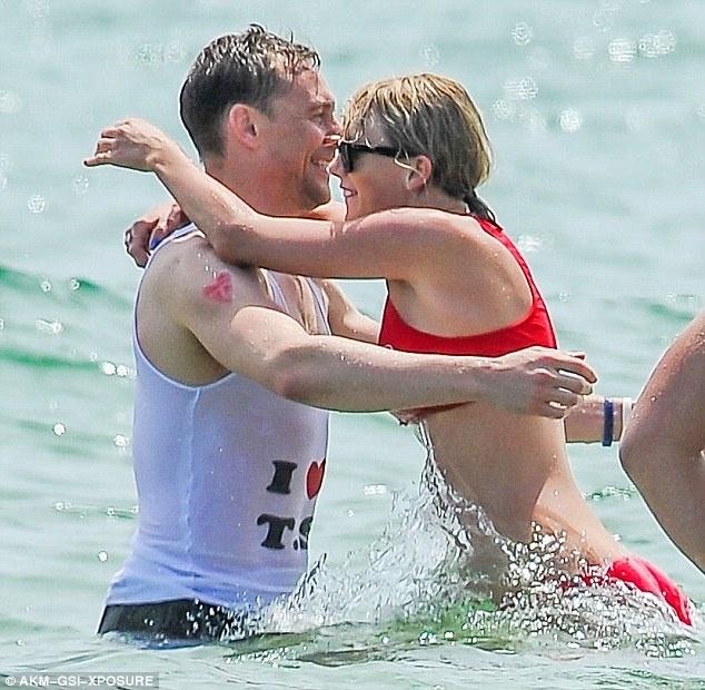 Tom Hiddleston noi ly do chia tay Taylor Swift anh 3