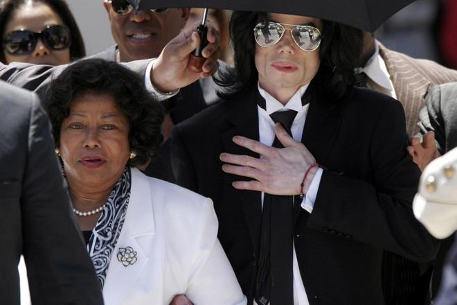 Me Michael Jackson to bi chau trai bao hanh tinh than hinh anh 2