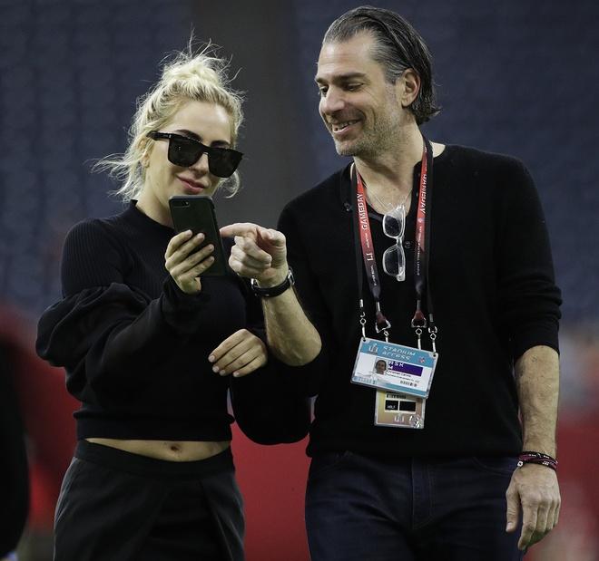 Lady Gaga co tinh yeu moi sau 6 thang huy hon hinh anh 2