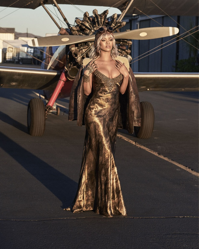 Rihanna tren tap chi Harper's Bazaar anh 3