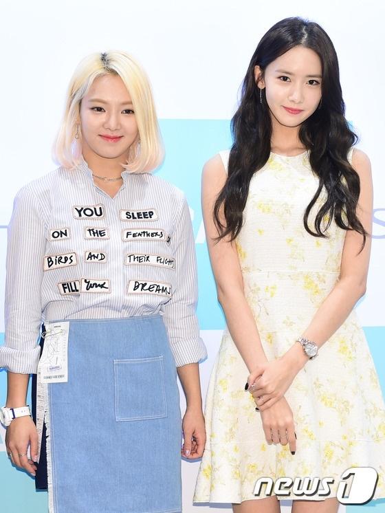 Yoona va Hyoyeon (SNSD) ruc rich len san solo anh 1