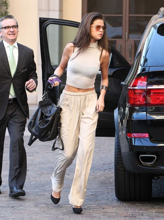 Selena Gomez nghien style khoe eo anh 2