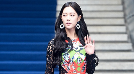 'Bom sex Han' lan at dan chi o Tuan le thoi trang Seoul hinh anh