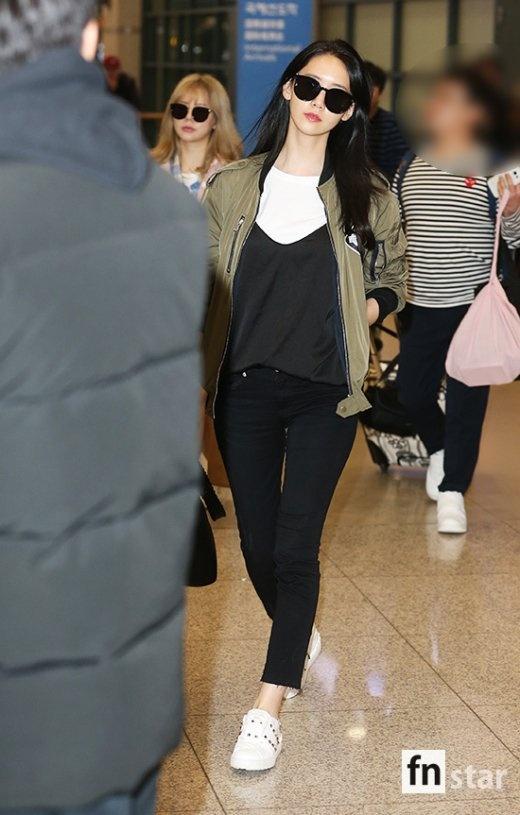 Yoona (SNSD) dien vay ngan de lo chan cong o su kien hinh anh 6