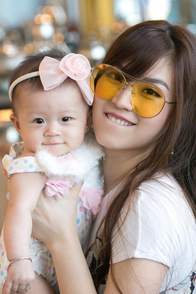 A hau Diem Trang va con gai anh 7
