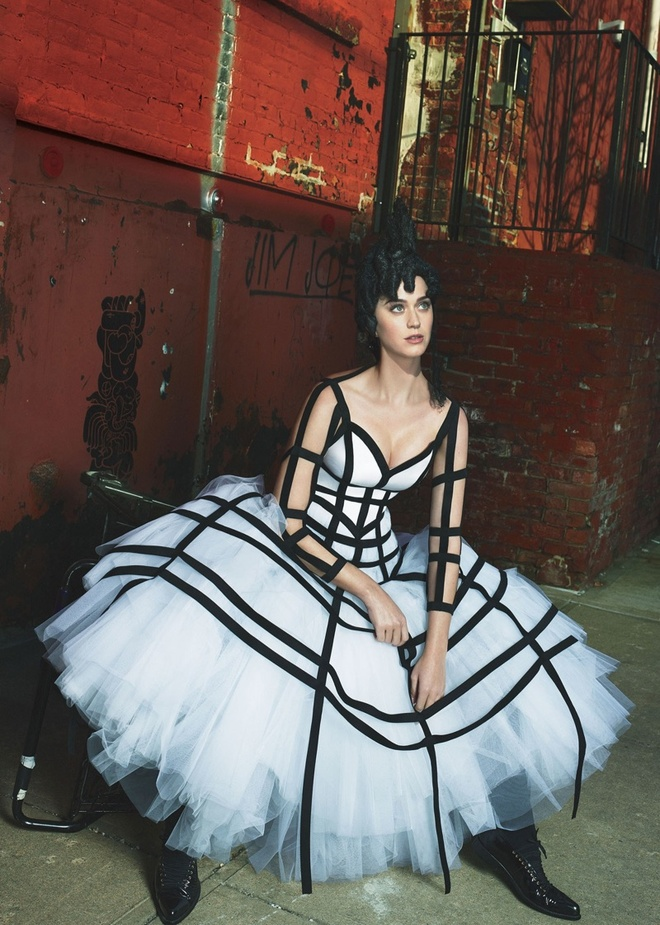 Katy Perry quay lai voi thoi trang 'ky di' hinh anh 6