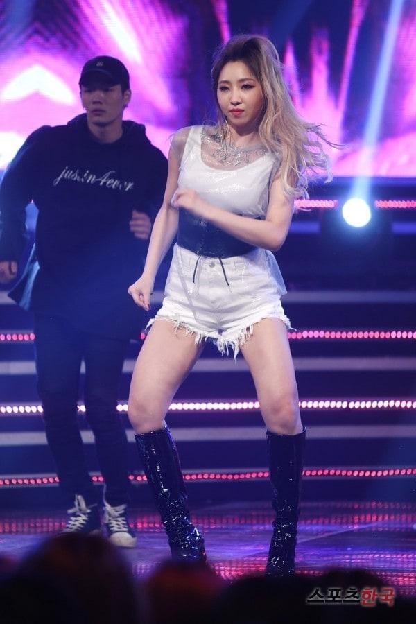 2NE1 dong bang anh 1