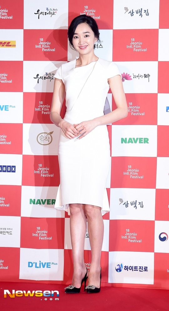 Ha Ji Won quyen ru tren tham do o tuoi U40 hinh anh 6