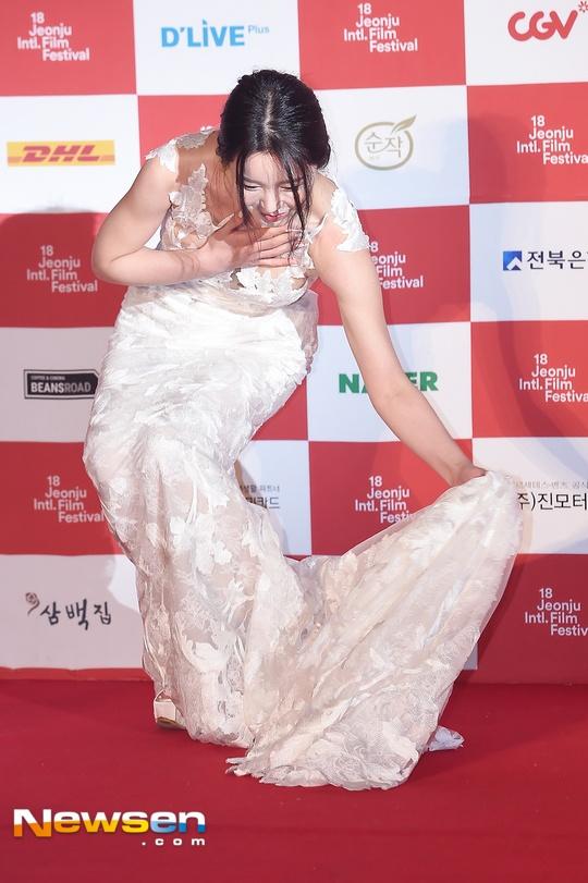 Ha Ji Won quyen ru tren tham do o tuoi U40 hinh anh 5