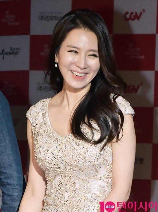 Ha Ji Won quyen ru tren tham do o tuoi U40 hinh anh 11