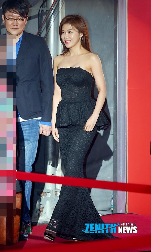 Ha Ji Won quyen ru tren tham do o tuoi U40 hinh anh 2