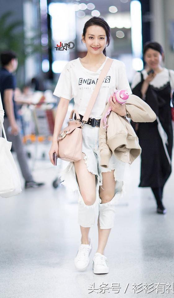 Sao Hoa ngu mac jeans rach anh 10