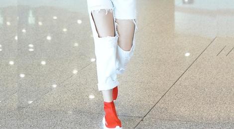 My nhan Hoa ngu dien jeans rach day ca tinh hinh anh